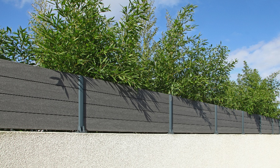A Wood or Composite Fence - Which Should You Choose